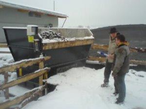Dr. Wolfgang Kleesiek bei der Begehung der Biogasanlage Vogler-Suhler