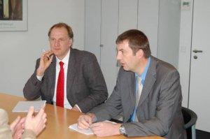 IFS Berater Felix Klimmek (links) beim ISO 9001-Zertifizierungsaudit mit dem Auditor Andreas Weise (rechts) der ZDH-Zert GmbH